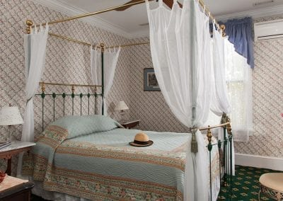 Charing Cross Room - Queen Victoria Bed and Breakfast