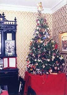 Christmas tree in Cape May- Queen Victoria parlor room.